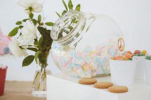 Durchsichtiges Glas von mit Bonbons