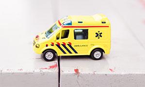 Kleiner Spielzeug Krankenwagen