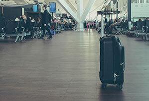 Reisetrolley im Flughafen