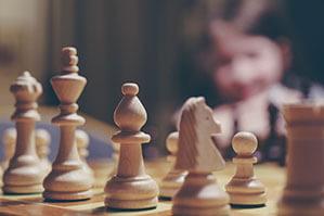 Schach Brettspiel mit Figuren auf Spielfeld