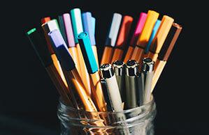 Ein Glas voll gemischter Stifte