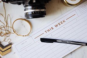 Wochenkalender auf Schreibtisch