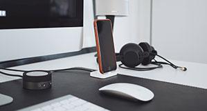 Lautsprecher am Schreibtisch