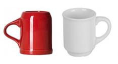 Roter und weißer Glühweinbecher