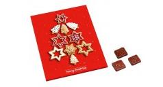 Firmen-Adventskalender. Ein rot gehaltenes Druckbild mit Lebkuchen, daneben liegen drei Schoko-Stückchen.