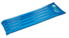 Blau Luftmatratze mit Logodruck auf dem Kissen