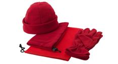 Ein Winterset, rot, bestehend aus Beanie, Handschuhen und einem SChal mit Tasche